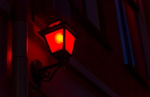 rote Laterne, Schlusslicht, http://www.shutterstock.com/de/pic-216104746/stock-photo-red-lantern-on-the-wall-in-red-light-district-in-amsterdam-netherlands.html